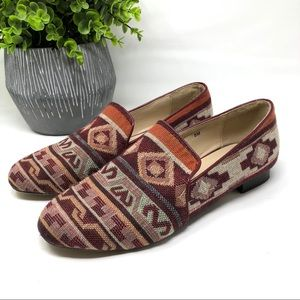 Monroe and Main Red Rocks Tapestry Loafers Flats 8